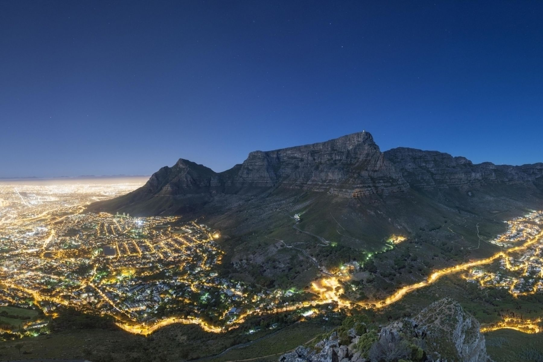 Night-Panoramic-of-Cape-Town-low-res- wesgro